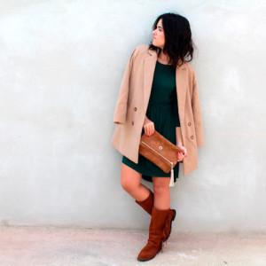 bolso-botas-abrigo-vestido-en-contraste-cuelate-en-mi-vestidor